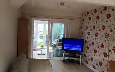 Lounge wallpapered with feature wall